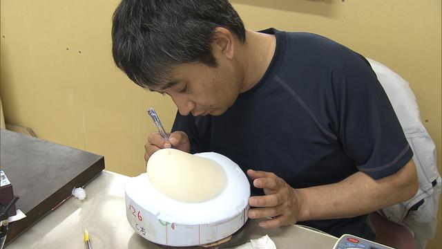 画像: 繊細な周りの薄い膜は、末永さんだからこそできる難しい作業です!