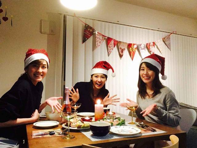 画像: サンタが3人…笑。テーブルには、しおりさんお手製のスープやサラダ(^^)