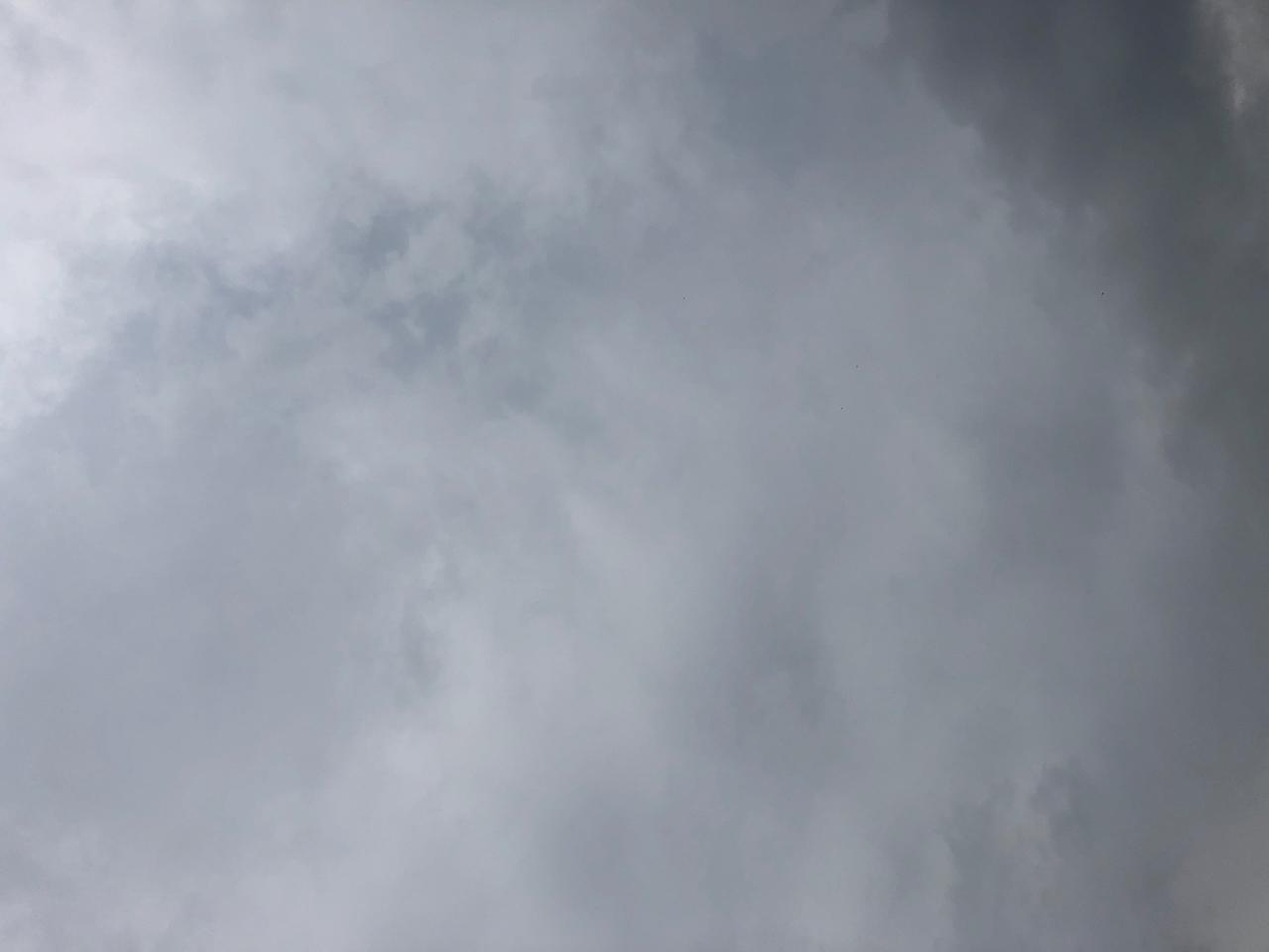 画像: テラスに向かない空の色