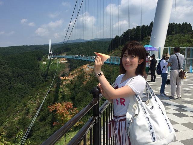 画像: 「橋の日に橋から紙飛行機を飛ばそう」イベントに参加。 意気揚々と飛ばしましたが1秒後に落下しました。なぜ!?