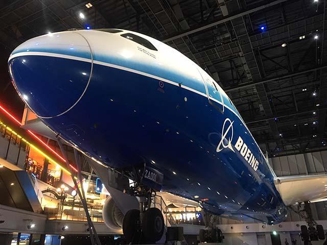 画像: 機体が演出されるプロジェクションマッピングも必見