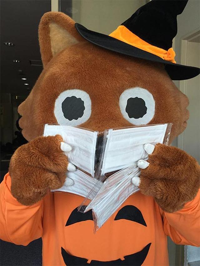 画像: マスクが1枚じゃ足りないウルフィ
