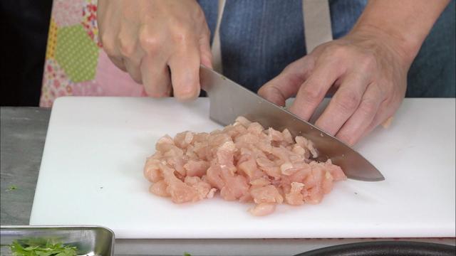"""画像2: 「超お手軽!ロバート馬場ちゃんの楽楽ごはん」第2回は""""鶏肉を使ったガパオライス"""""""