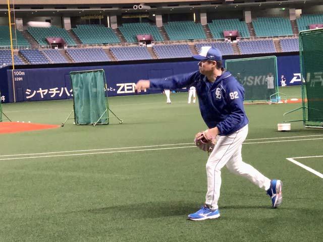画像: おまけ。与田監督のキャッチボール!