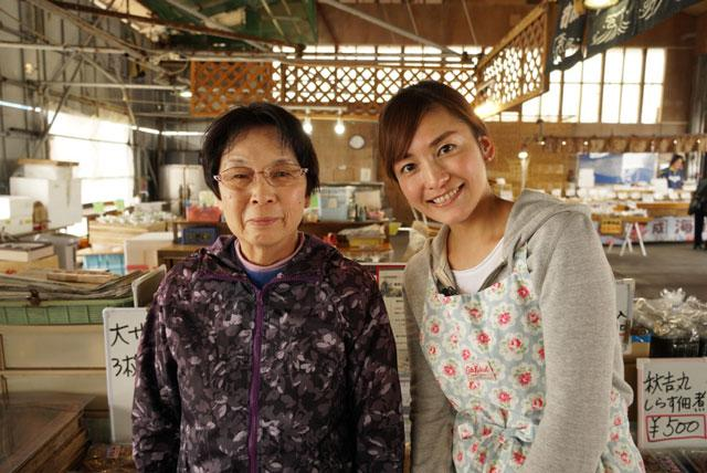 画像: 師崎漁港の有名人「干物オヤジ」さんを支える奥様に弟子入り。 常に小走りで動き回るパワフルなお母さんが作る干物は絶品でした!