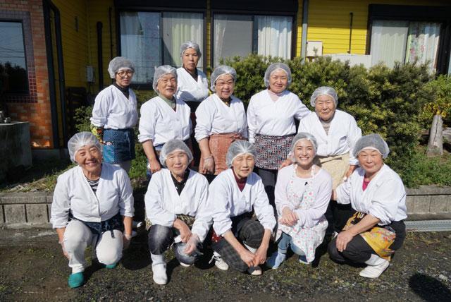 画像: 三重県桑名市の「すし工房なばな」の皆さん!  とっても楽しんで仕事をしている姿から、元気をたっぷりもらいました!