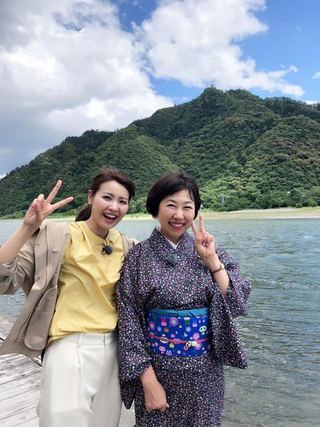 画像: 金華山と長良川。仏像イラストレーター・田中ひろみ先生と私。