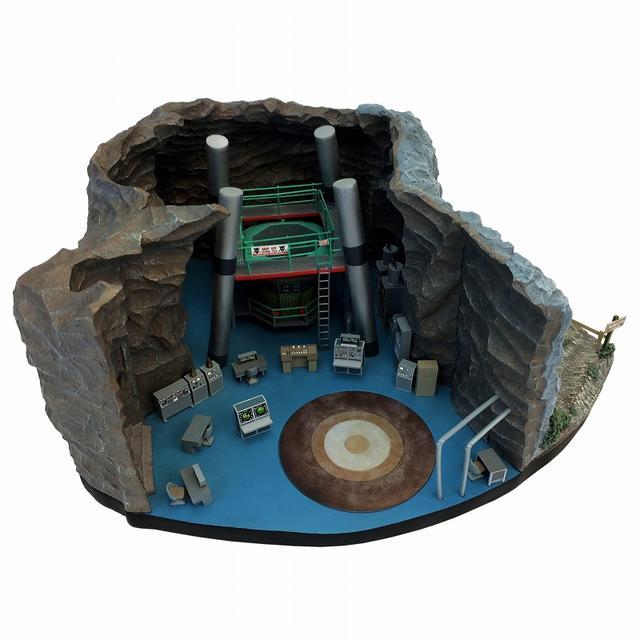 画像2: 実写版テレビドラマ『バットマン』シリーズから、ウェイン邸の地下の基地「バットケーブ」が1/50スケールにてスカルプチャー化!