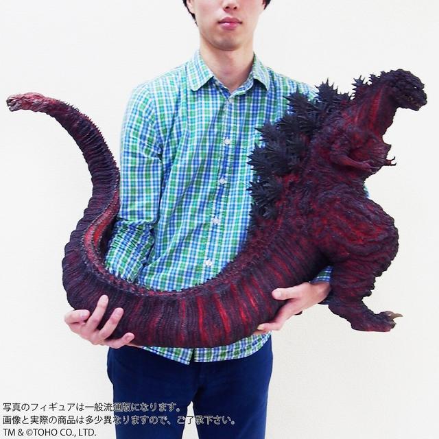 画像1: 全高約47センチ、全長約83センチ! 迫力のある「シン・ゴジラ」が 登場!