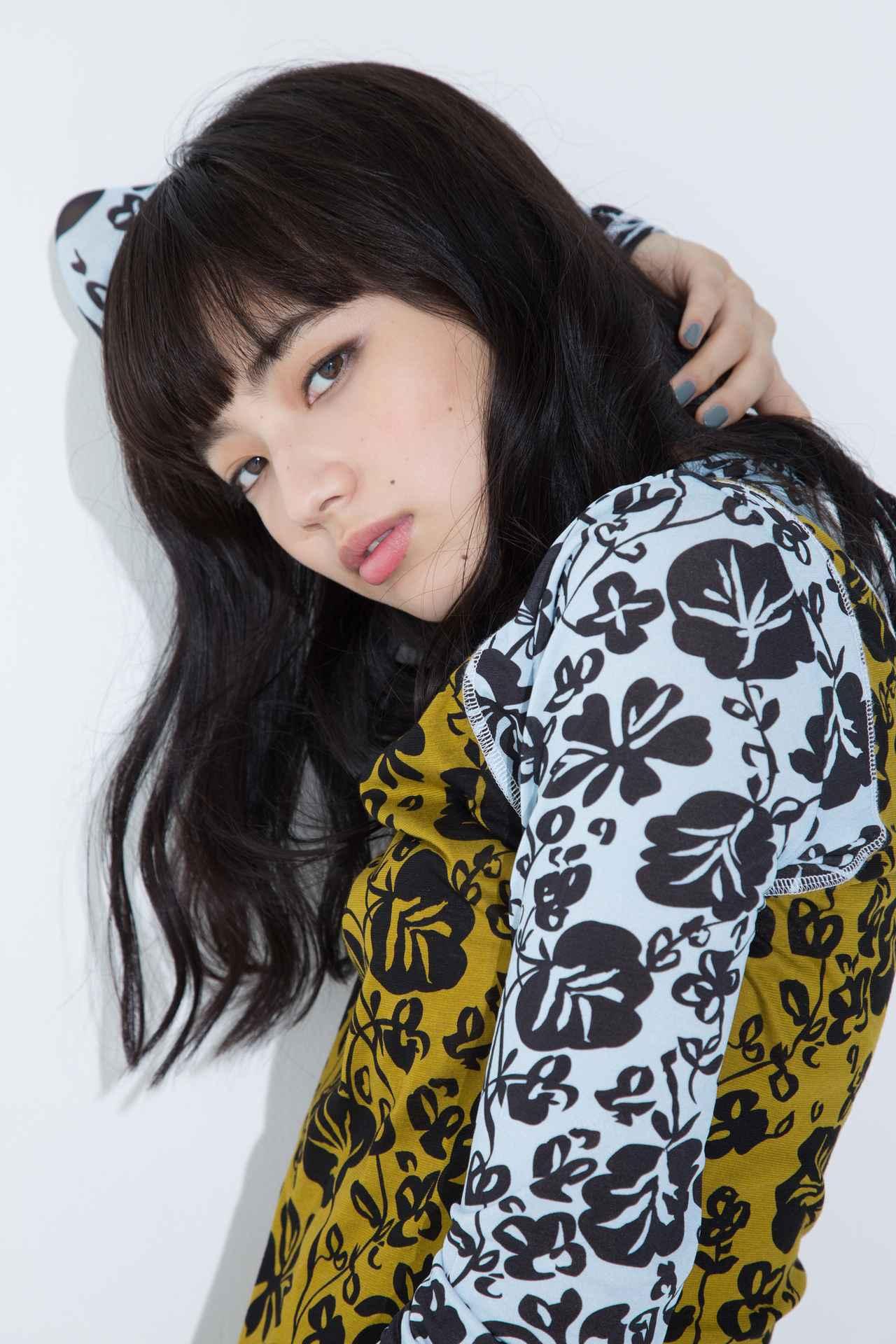 画像: 撮影/大西 基 スタイリスト/遠藤彩香 ヘアメイク/AKIKO SAKAMOTO(3rd) 衣裳/KENZO(花柄ドレス・ブーツ) 問)KENZO Paris Japan TEL.︎03-5410-7153