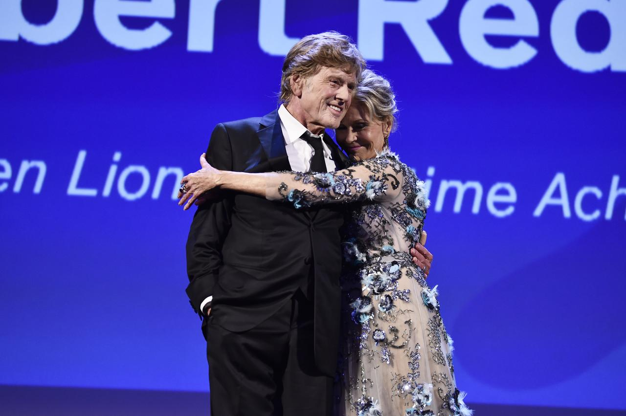 画像: 栄誉賞を受けたレッドフォードとジェーン Getty Images