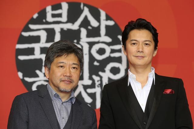 画像: 是枝監督と福山雅治