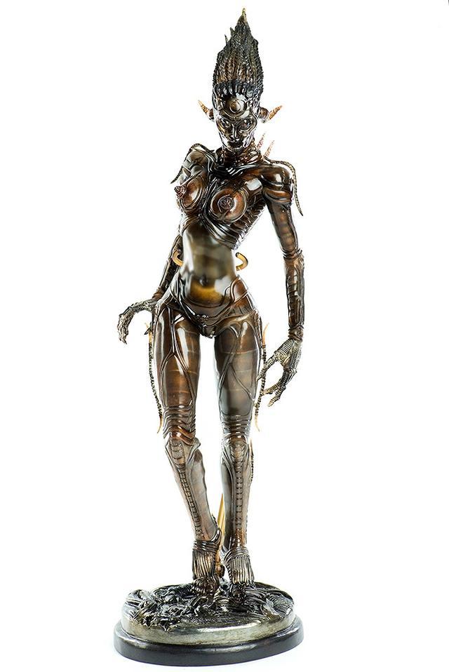 画像1: 美しくもグロテスクな女性型エイリアン「シル」が1/6スケールで可動フィギュア化!