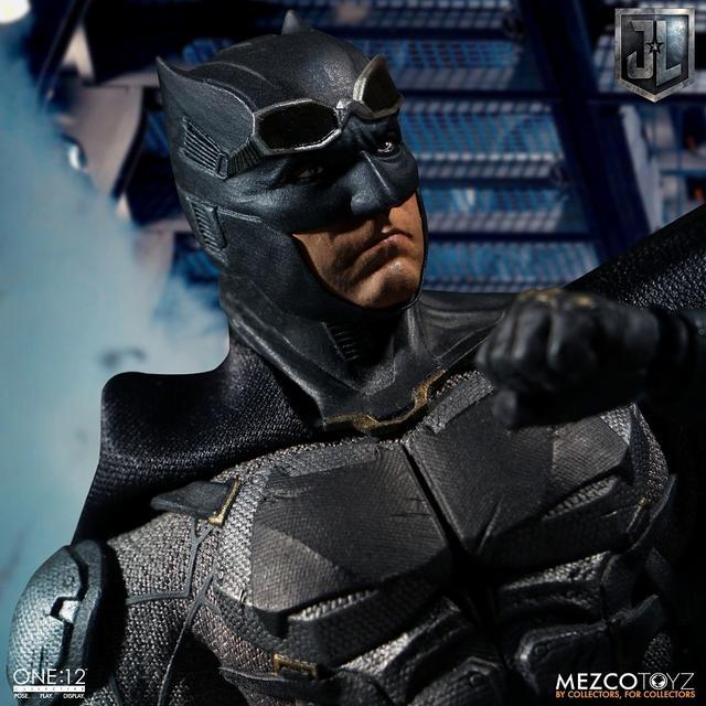 画像5: 『ジャスティス・リーグ』に登場したタクティカルスーツのバットマンを、質感やディテールを再現したフィギュアが登場!