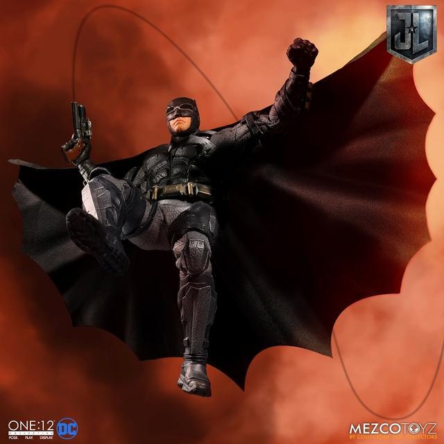 画像3: 『ジャスティス・リーグ』に登場したタクティカルスーツのバットマンを、質感やディテールを再現したフィギュアが登場!