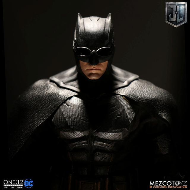 画像6: 『ジャスティス・リーグ』に登場したタクティカルスーツのバットマンを、質感やディテールを再現したフィギュアが登場!