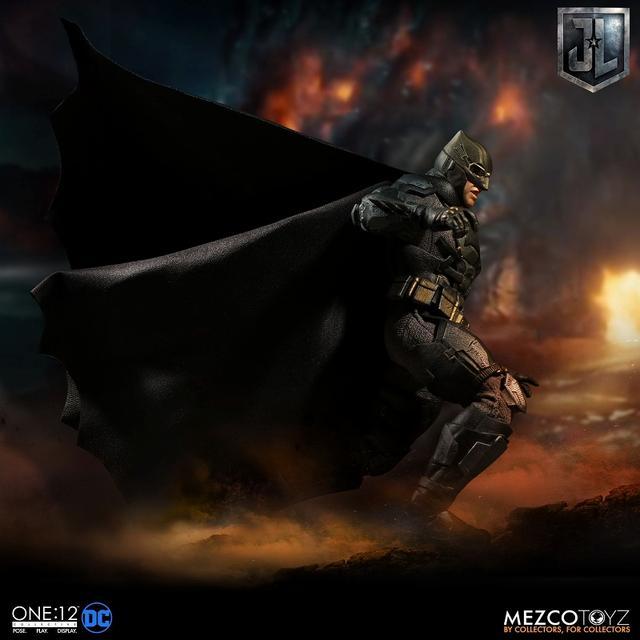 画像2: 『ジャスティス・リーグ』に登場したタクティカルスーツのバットマンを、質感やディテールを再現したフィギュアが登場!