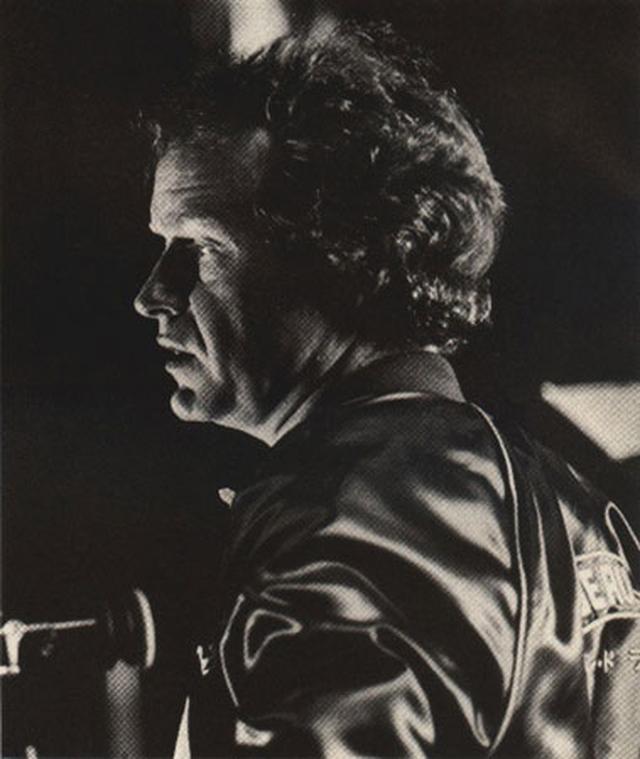 画像: ●「ブレードランナー」撮影中のリドリー ・スコット監督(本ジャケットを着用中)