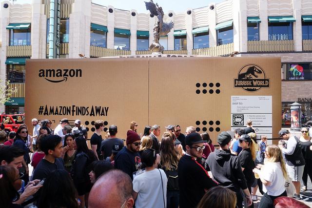 画像: Amazonの巨大な包みの中には?