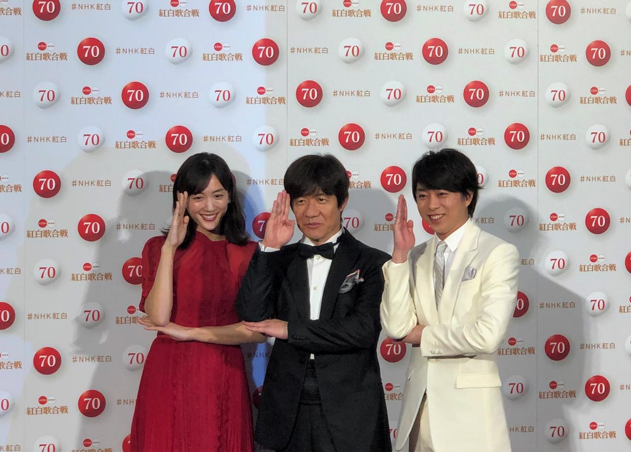 画像: 写真は3人息ぴったりの「NHKなので」ポーズ