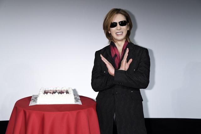 画像: YOSHIKIと天才マジシャン・セロもお祝いに駆けつけた