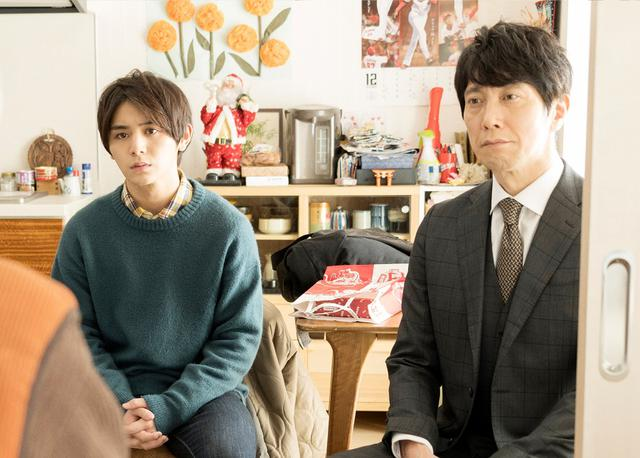 画像: 左:大学生・遼一役の山田涼介(Hey! Say! JUMP)、右:弁護士・高原役の佐々木蔵之介