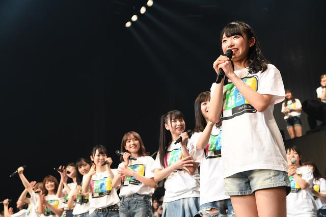画像: 57thシングルのセンターに抜擢された山内瑞葵(右) ©AKS