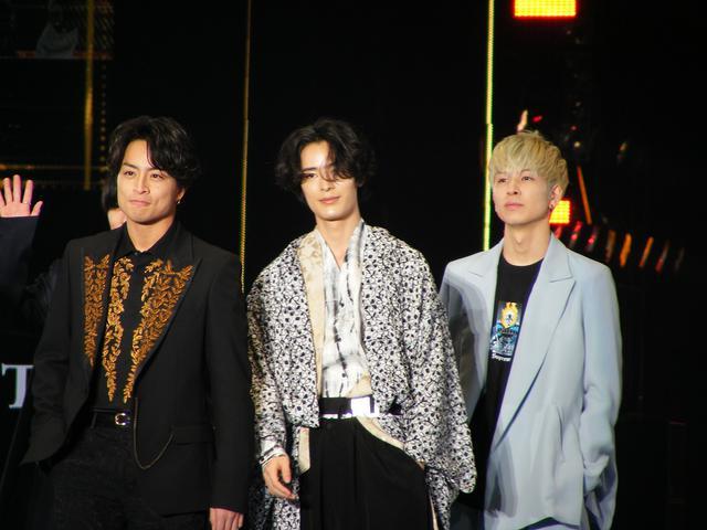 画像: 左から:白濱亜嵐、塩野瑛久、長谷川慎