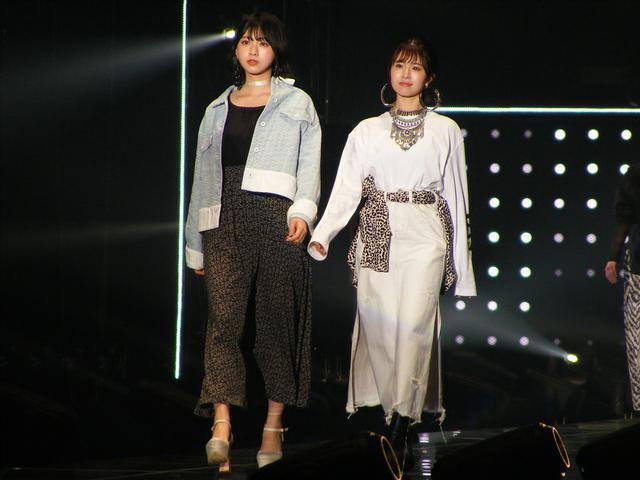 画像: 左:富田鈴花(日向坂46)、右:松田͡好花(日向坂46)