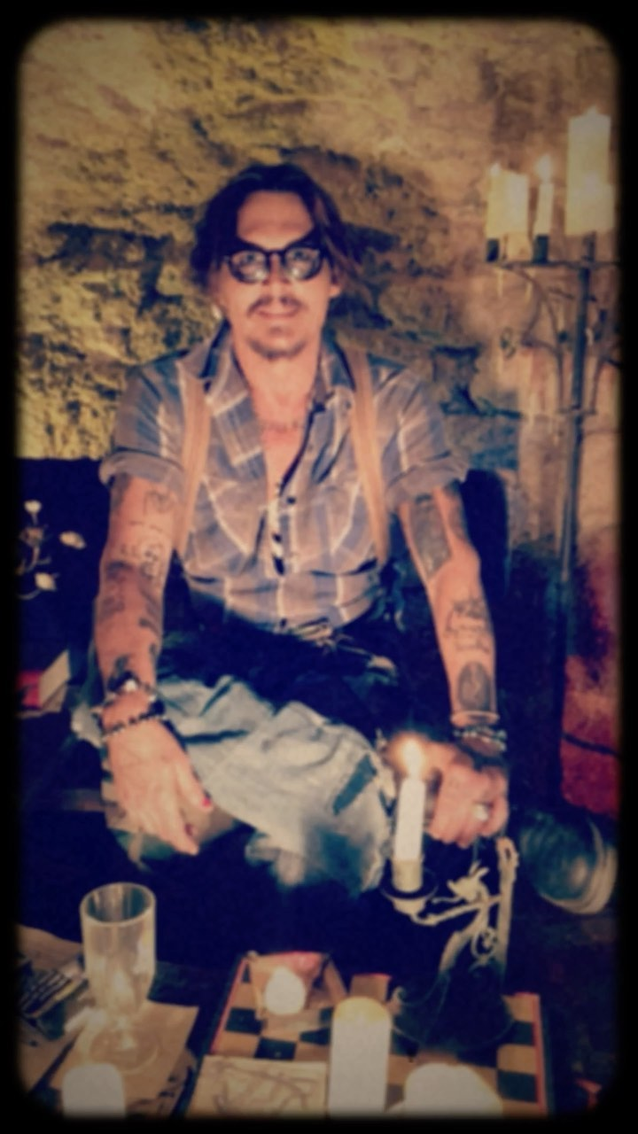 """画像: Johnny Depp on Instagram: """"Collaboration with my dear friend @jeffbeckofficial . Link in Bio"""""""