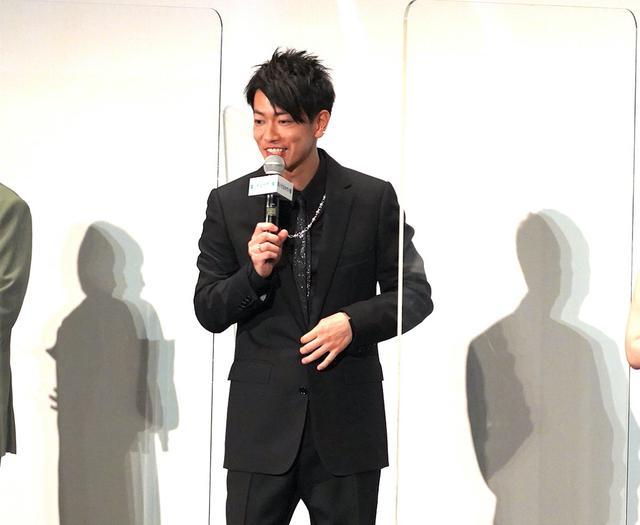 画像1: 朝ドラ1話分のスタンディングオベーション!細田守監督がカンヌでの反響をリポート『竜とそばかすの姫』初日舞台挨拶