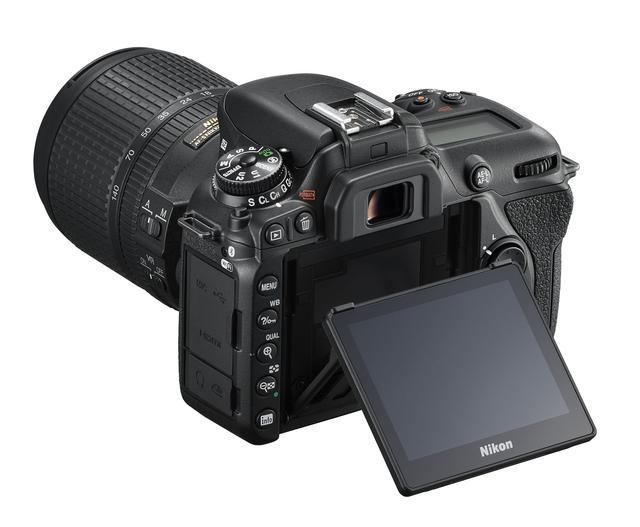 画像: ▲3.2型TFT液晶モニターは約92.2万ドット(VGA)のタッチパネルを方式。ライブビュー撮影時のタッチAFやタッチシャッターが可能。2軸のチルト機構を採用し、ハイアングルやローアングルに対応。小型・軽量ボディと相まって撮影の自由度が広がる。 www.nikon-image.com