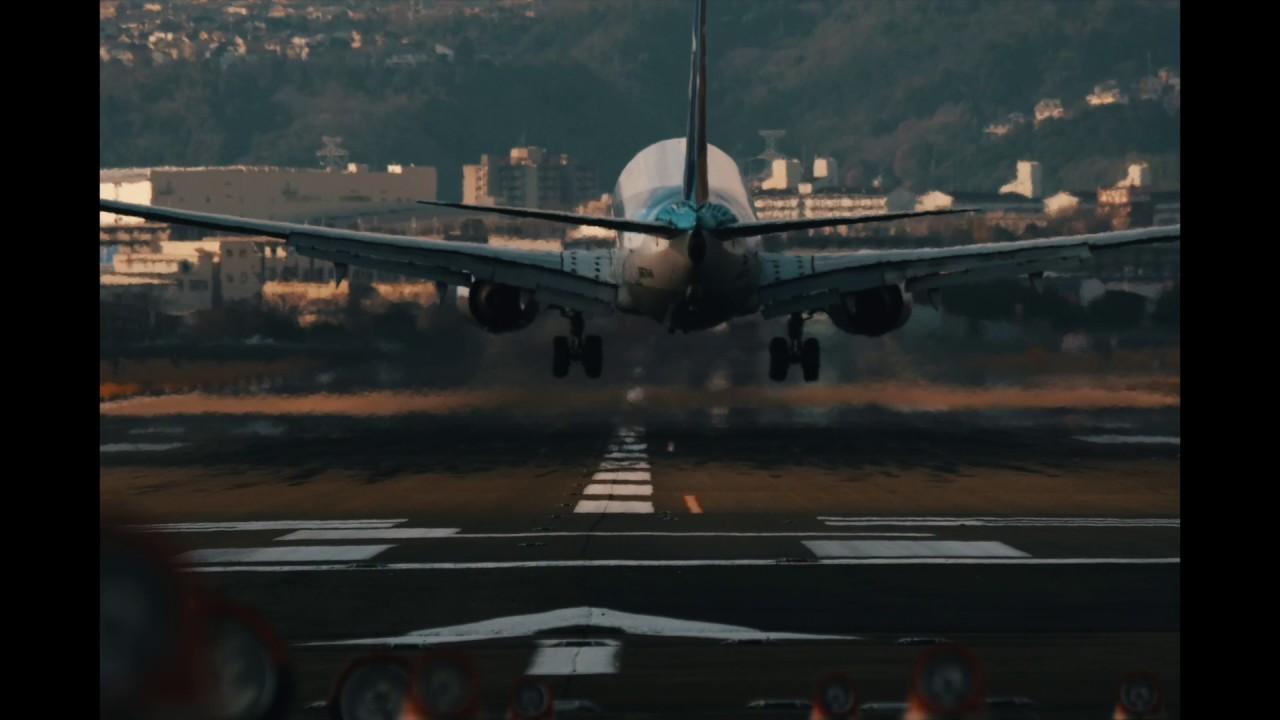 画像: ▲伊丹空港に着陸する飛行機をフィックスで撮影した。飛行場のように被写体が一定の場所で離発着する場合はカメラを動かさず撮影する。安定感があり見やすくなる。 www.youtube.com
