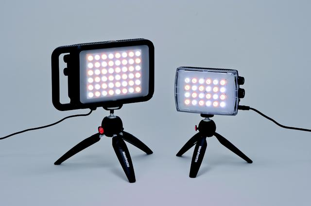 画像: LYKOS バイカラー(写真左)とPIXI EVOミニ三脚ブラック(5700 円)、MLCROMA2 色温度可変LEDライト( 写真右・58000円)とPIXI ミニ三脚ブラック(3400円)の組み合わせ。