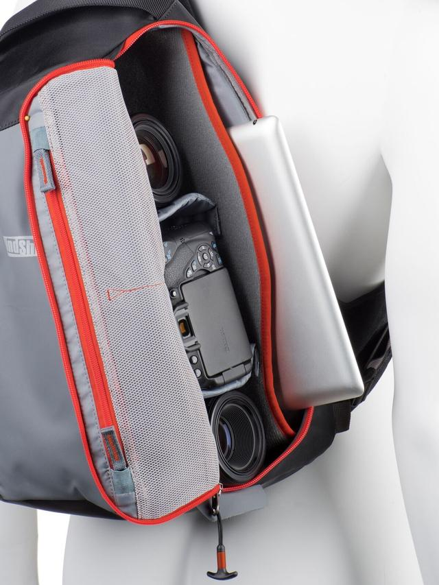 画像: ▲タブレット、またはノートパソコンを収納可。 www.ginichi.co.jp
