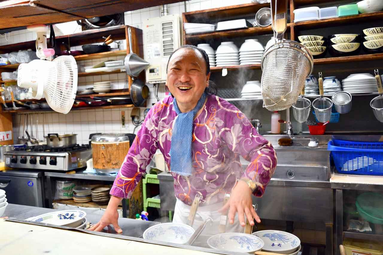 画像: ▲青森市新町のお食事処「四季の千成」のご主人、成田政隆さん。素敵な笑顔です。 ■23mm(35mm焦点距離34mm相当)  絞りF4.5 1/100秒 WB:AUTO1 ISO1600