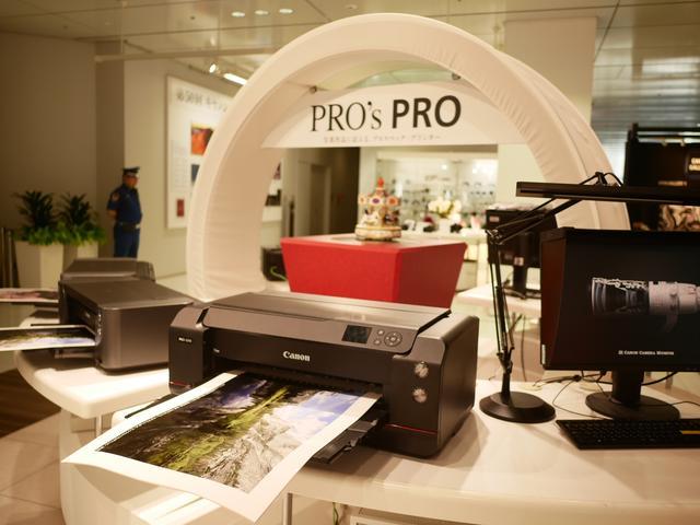 画像: インクジェットプリンターとコンパクトフォトプリンターの最新ラインアップが展示されている。入り口横にはコンパクトデジタルカメラとデジタルビデオカメラの最新ラインアップを展示されていたんですが写真を撮り忘れ。
