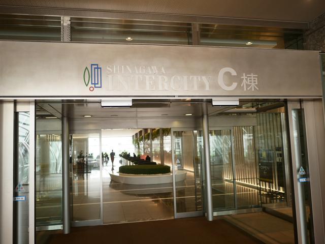 画像: インターシティC棟の入り口です。入り口を入って受付を通り過ぎたところを左に曲がったところがミュージアムの入り口です。