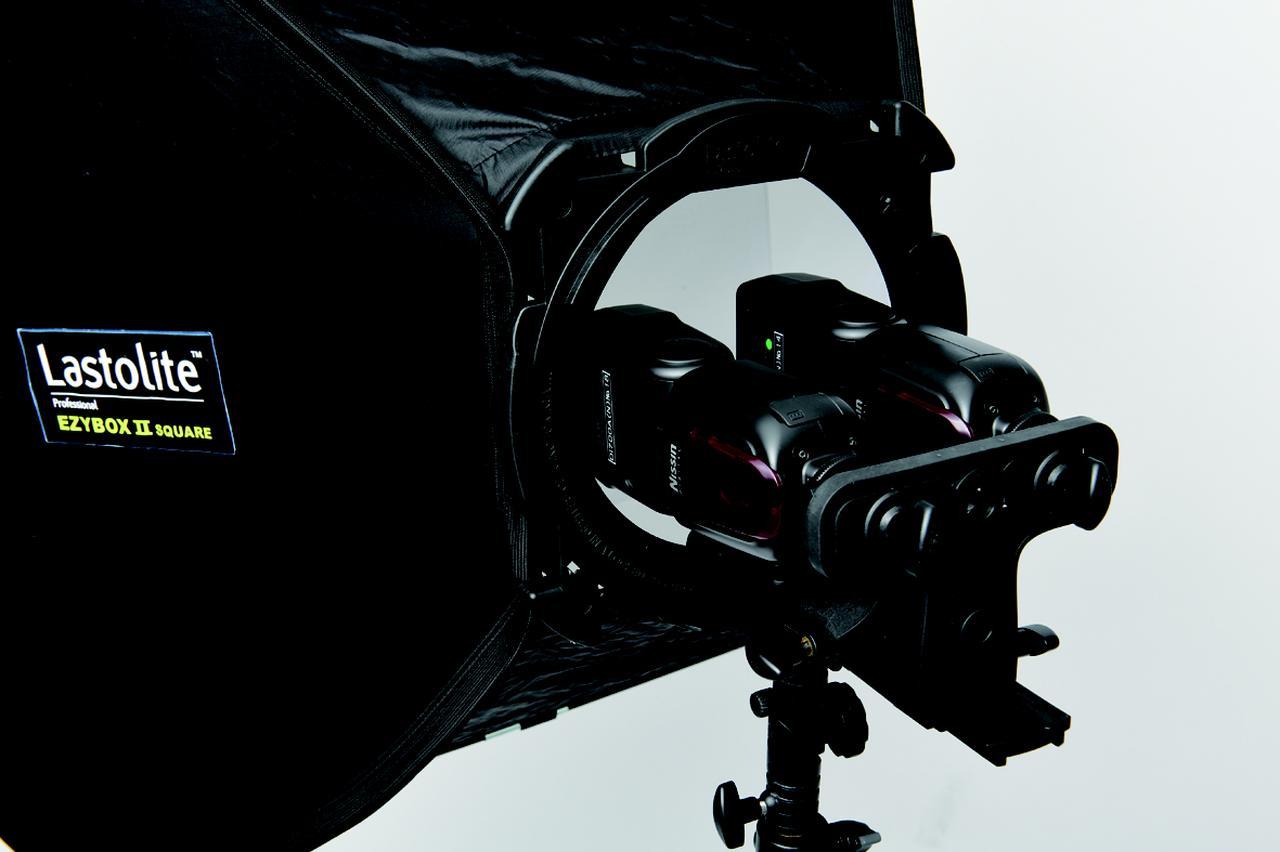 画像: ●クリップオンストロボ用ブラケット(7600円╳2) ●ニッシン スピードライトDi700A(2万3000円╳4灯) ●ニッシン コマンダーAi1(8000円) ●ニッシン パワーパックPS8(1万9800円)