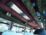 画像: 高知市内=競馬場を結ぶ無料送迎バス。明らかにどこぞの観光バスの流用と思われるが、異様にゴージャス。んでも一日一便(この日は)。