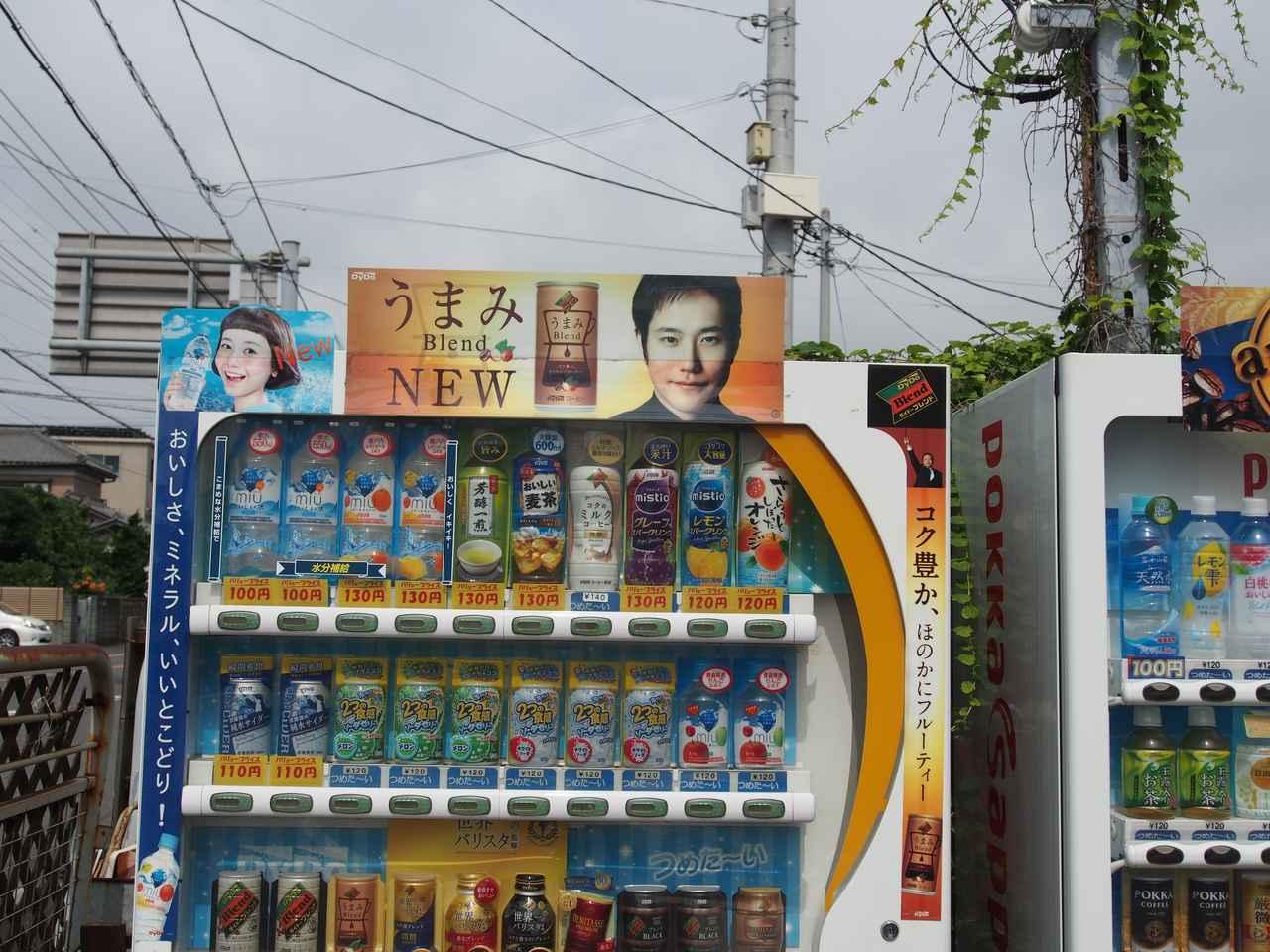 画像: 自販機上のポップ。平清盛も前髪切りすぎムスメともになんなくキャプチャー。いわゆる「写真ベース」ならほぼ認識するようだ。