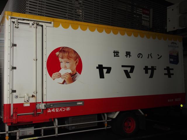 画像: 山パンのトラック。いろいろアングルを変えたけどダメ。春のパン祭りまで待とう。