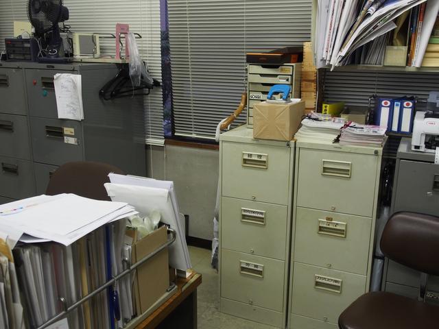 画像: とあるオフィス(弊社)のなんでもない場所。中央右部分に大きな枠と小さな枠が交互に出現。これですよ、これ。