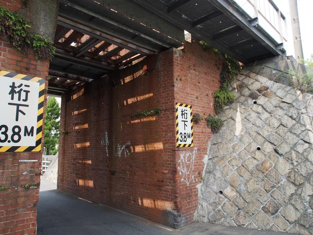 画像: 落ち武者が出そうなトンネル。ショボくてすいません。船橋なんで。この手はやっぱり鎌倉とか行かなきゃダメでしょうね。