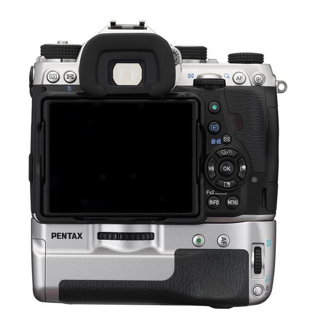 画像: ▲専用バッテリーを2個同梱するキット内容となっている。カメラとしての基本的な仕様は通常モデルと同一。 www.ricoh-imaging.co.jp