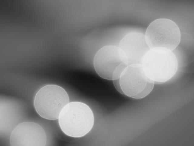 画像: モノクロなのはJPEGとの同時記録でモノクロをチョイスしていたから。RAW画像はサムネイル表示のままなのでモノクロだが、完成画像は当然カラーとなる。