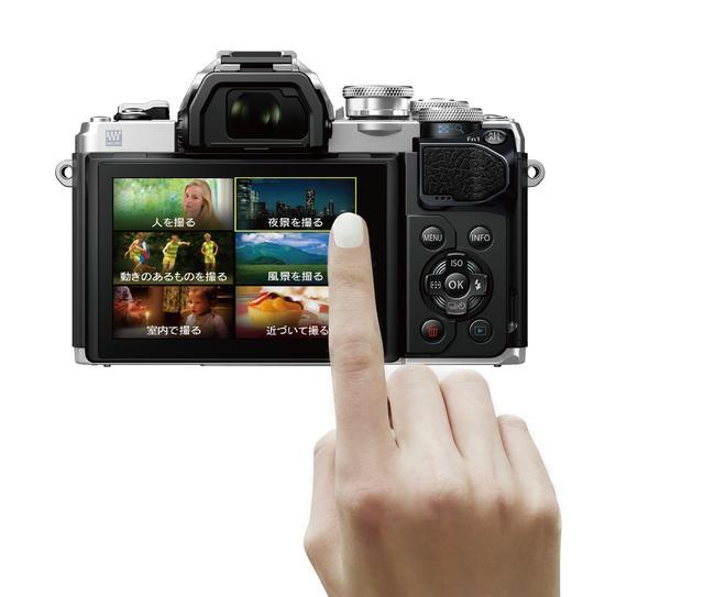 画像: ▲その時の撮影状況に合わせて、タッチパネルでテーマを選んで最適な設定が可能だ。 www.olympus-imaging.jp
