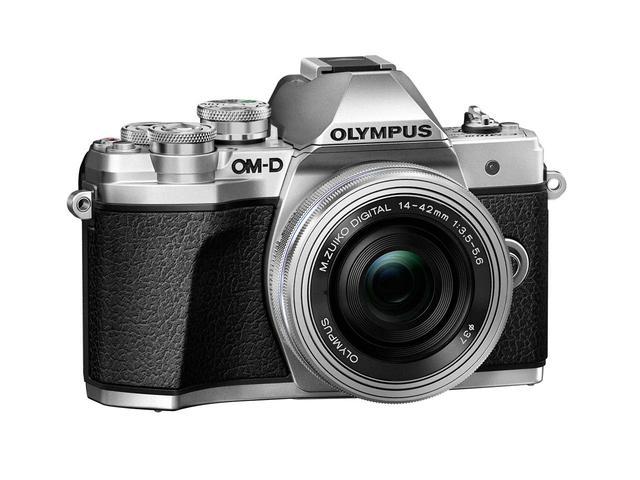 画像: ▲ボディカラーはブラックとシルバーの2タイプ。シルバーも上質な仕上がりとなっている。 www.olympus-imaging.jp
