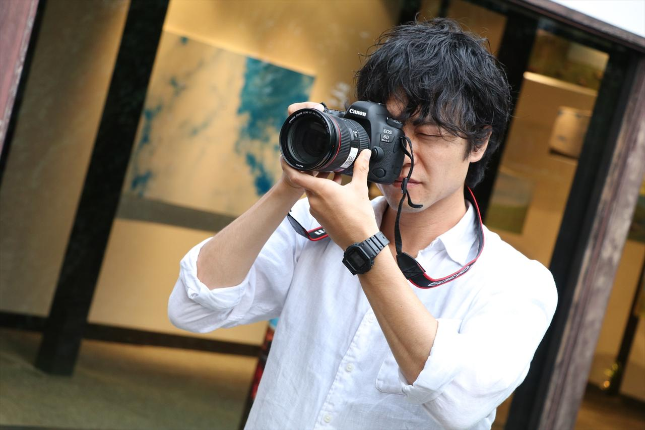 画像: ▲吉田さんの写真は何気ない日常の風景から、現代社会の様々な問題を提起している。 www.bs-asahi.co.jp