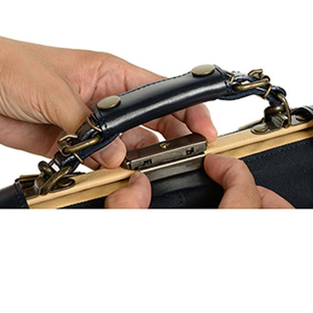 画像: 開閉はワンタッチ鍵となっている